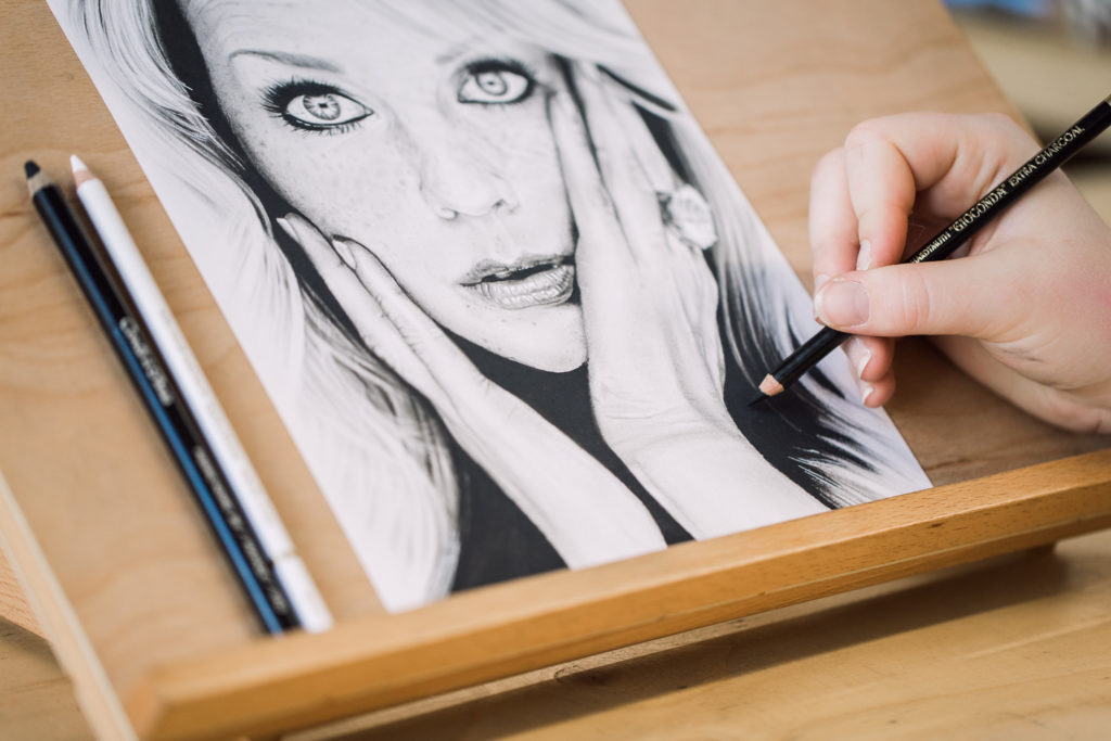 chantal janzen portret met potlood
